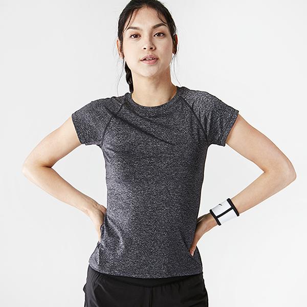 AKIII CLASSIC <br> AT-0111 <br>基本的修身短袖Ť恤衫