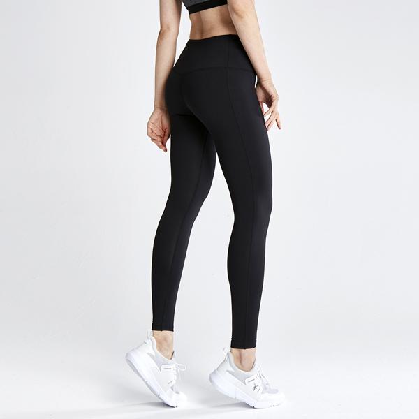 AKIII CLASSIC   <br> <b> 标准10分运动紧身裤</b> <br>黑色<br>