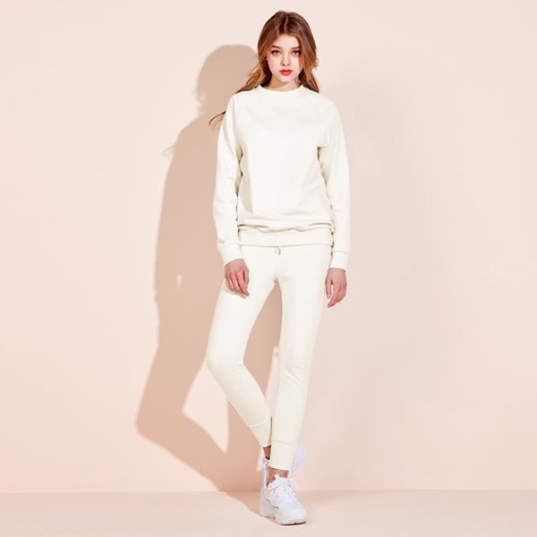 图标徽标运动衫<br>慢跑裤套装<br>奶白色